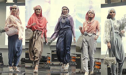 Memilih Hijab Yang Sesuai Dengan Bentuk Wajah